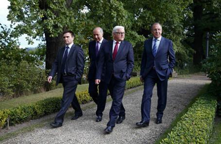Министры иностранных дел Украины Павел Климкин, Франции Лоран Фабиус, Германии Франк-Вальтер Штайнмайер и России Сергей Лавров (слева направо) на переговорах в Берлине.