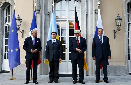Министры иностранных дел Франции Лоран Фабиус, Украины Павел Климкин, Германии Франк-Вальтер Штайнмайер и России Сергей Лавров (слева направо) на переговорах в Берлине.