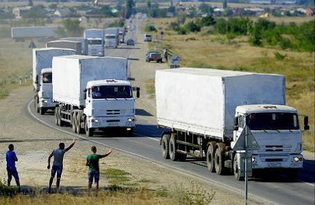 Грузовики гуманитарного конвоя для жителей юго-востока Украины.