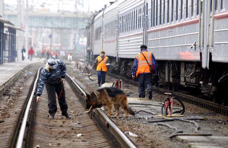 Проверка железнодорожных путей на городском вокзале в Ростове-на-Дону.