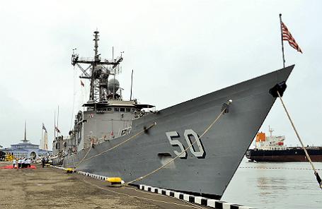 Американский фрегат USS Taylor.