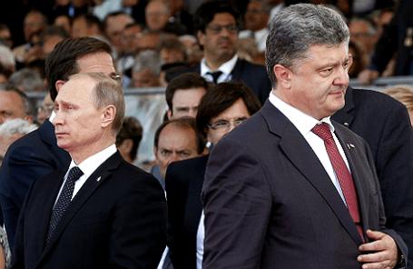 Президент РФ Владимир Путин и президент Украины Петр Порошенко (слева направо) на церемонии, посвященной 70-летию высадки союзного десанта в Нормандии.