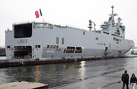 Французский вертолетоносец «Мистраль».