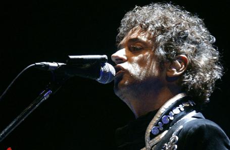 Аргентинский певец Густаво Серати во время своего последнего концерта в Каракасе 15 мая 2010 года.