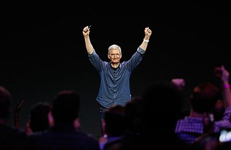 Генеральный директор Apple Тим Кук на презентации новых продуктов компании в Купертино, Калифорния, США, 9 сентября 2014.