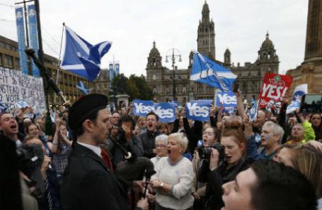 Сторонники независимости Шотландии на центральной площади Глазго 16 сентября 2014 года.