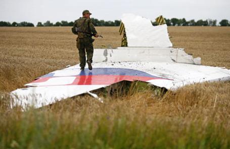 Обломки самолета Boeing «Малайзийских авиалиний», который разбился возле Донецка 17 июля 2014.
