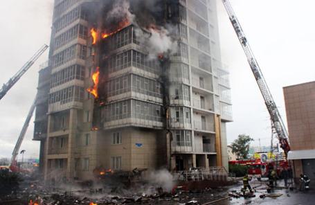 Во время тушения пожара в жилом доме в Красноярске.