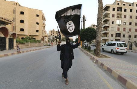 Боевик ИГИЛ в городе Ракка, Сирия.