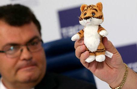 Новый герой телепередачи «Спокойной ночи, малыши!» амурский тигренок по имени Мур.
