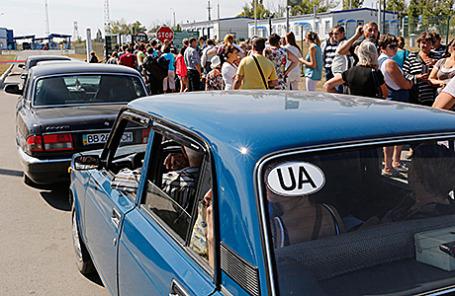 Беженцы, возвращающиеся на Украину, на территории пункта пропуска «Донецк».