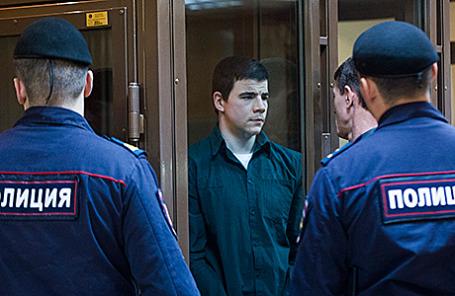 Один из руководителей экстремистской организации «Борн» Никита Тихонов во время рассмотрения уголовного дела в Мосгорсуде.