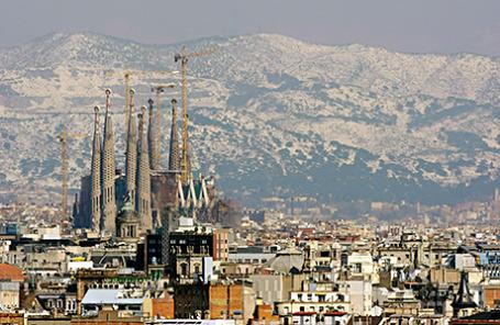 Вид на город Барселона и Храм Святого Семейства.