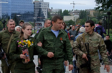 Премьер-министр ДНР Александр Захарченко (в центре).