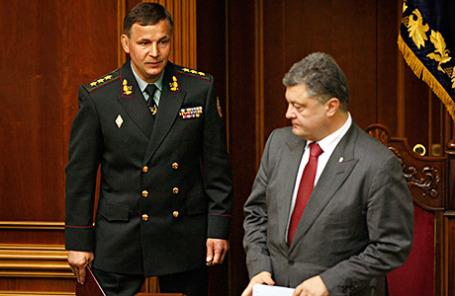 Бывший министр обороны Украины Валерий Гелетей и президент Украины Петр Порошенко (слева направо).