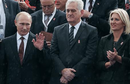 Президент России Владимир Путин и президент Сербии Томислав Николич с супругой Драгицей (слева направо)