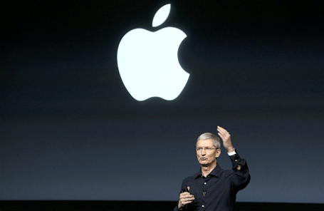 Генеральный директор Apple Тим Кук во время презентации новых проектов компании.