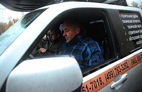 Водитель пикапа Mazda Константин Алтухов, более 20 часов не позволявший увезти свой автомобиль на штрафстоянку.