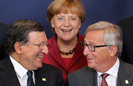 Канцлер Германии Ангела Меркель (в центре), будущий президент Еврокомиссии Жан-Клод Юнкер (справа) и бывший президент Жозе Мануэл Баррозу