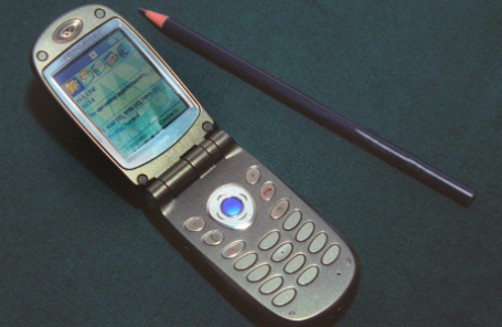 Смартфон Motorola образца 2003 года.