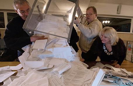 Подсчет голосов на выборах главы ЛНР и депутатов Народного Совета республики, Луганск, 2 ноября 2014.