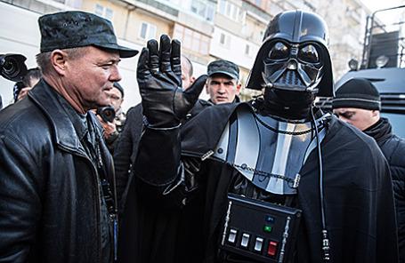 Лидер «Интернет-партии»  Украины Дарт Вейдер (справа).