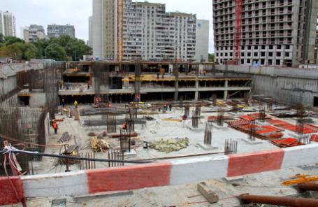 Строительство нового жилого дома в Москве.
