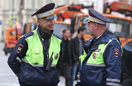 Сотрудники полиции у торгового центра ГУМ.