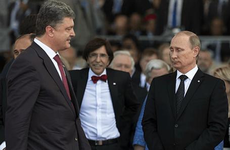 Президент России Владимир Путин и глава Украины Петр Порошенко (справа налево), июнь 2014 года.