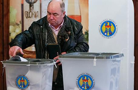 Голосование на парламентских выборах в Кишиневе, Молдова, 30 ноября 2014.