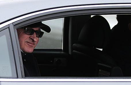 Глава Российского союза промышленников и предпринимателей (РСПП) Александр Шохин у здания Следственного комитета РФ, 1 декабря 2014.