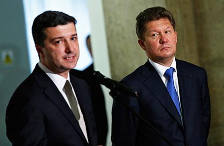 Министр экономики и энергетики Болгарии Драгомир Стойнев (слева) рядом с главой Газпрома Алексеем Миллером после встречи в Софии 8 июля 2013.