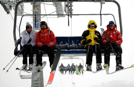 Отдыхающие на горнолыжном курорте «Роза Хутор» в Красной поляне.