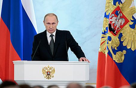 Президент России Владимир Путин во время выступления с ежегодным посланием к Федеральному собранию РФ в Георгиевском зале Кремля, Москва, 4 декабря 2014.