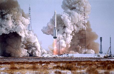 На снимке запуск ракеты-носителя тяжелого класса «Протон-К».