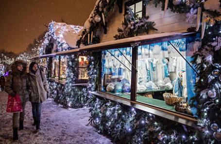 Посетители ярмарки «Ледяное царство Снежной королевы» в Москве.