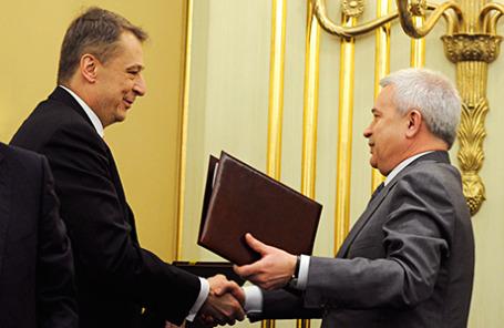 Президент ОАО «АНК «Башнефть» Александр Корсик и президент НК «Лукойл» Вагит Алекперов (слева направо).