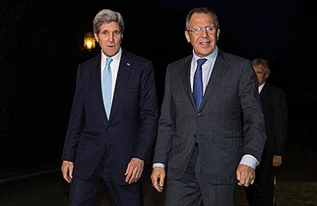Госсекретарь США Джон Керри и министр иностранных дел РФ Сергей Лавров во время встречи в Риме, 14 декабря 2014.
