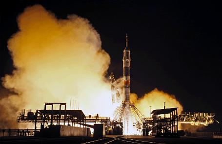 Запуск ракеты-носителя «Союз-ФГ» с транспортным пилотируемым кораблем (ТПК) «Союз ТМА-15М» на космодроме «Байконур».