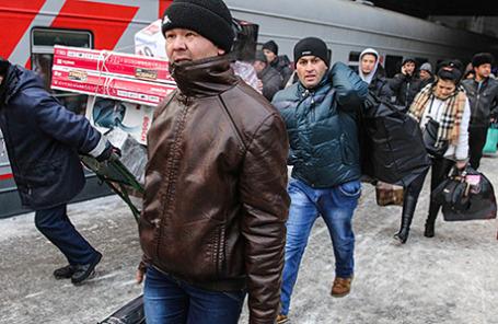 Отправление поезда Москва - Душанбе с Казанского вокзала.
