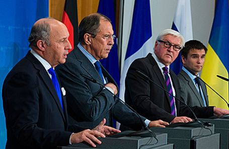 Министры иностранных дел Франции Лоран Фабиус,  России Сергей Лавров, Германии Франк-Вальтер Штайнмайер и Украины Павел Климкин (слева направо).