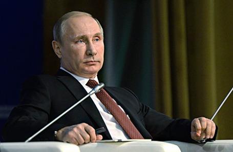 Президент России Владимир Путин на пленарном заседании Общероссийского форума «Государство и гражданское общество».