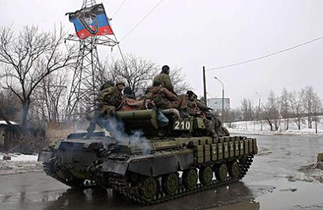Бронированная машина вооруженных сил самопровозглашенной ДНР на окраине Донецка.