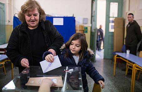 Голосование во время парламентских выборов в Афинах, Греция, 25 января 2015.
