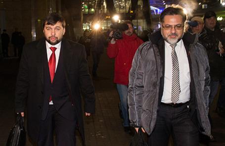Представитель Луганской народной республики Владислав Дейнего (ЛНР) и представитель Донецкой народной республики (ДНР) Денис Пушилин (справа налево).