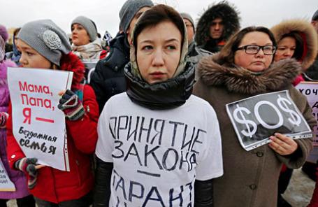 Участники пикета, организованного Всероссийским движением валютных заемщиков на Марсовом поле.