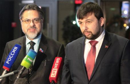 Полномочный представитель Луганской народной республики Владислав Дейнего и полномочный представитель Донецкой народной республики Денис Пушилин (слева направо).
