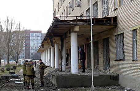 Последствия обстрела больницы в Донецке.