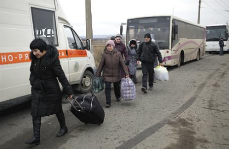 Эвакуация мирных жителей из Дебальцево.