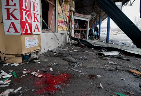 Разрушенные павильоны на автостанции в Донецке.